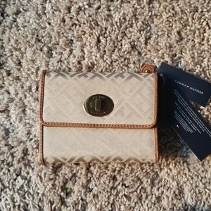 Tommy Hilfiger French wallet in tan